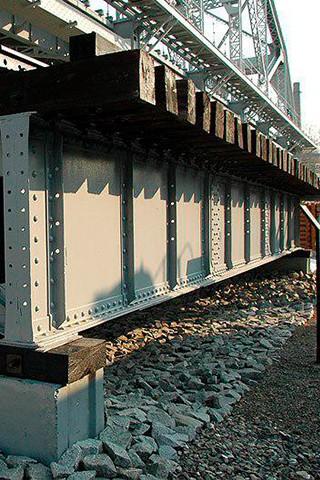 В балках, пролетных строениях мостовых конструкций